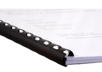 Dossier relié avec un anneau de reliure plastique